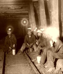 IllinoisCoalMiners,UnderwoodandUnderwood,1903-600