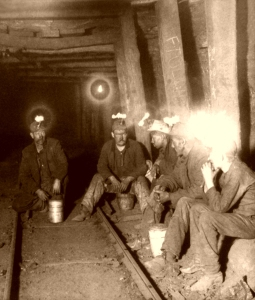 IllinoisCoalMiners,UnderwoodandUnderwood,1903-600