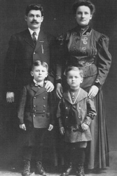 Mary Yamont (Marija Baksyte Jomantiene) with husband and sons Benny (left) and Joseph, circa 1909.