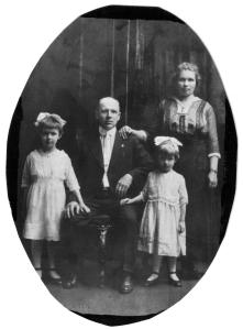 Stanley and Frances (Missavich) Stankavich and their daughters Nellie and Stella, circa 1919