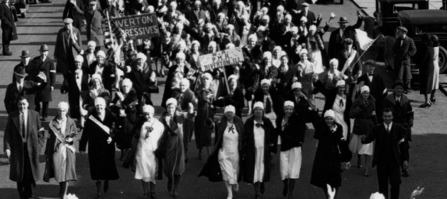 Women's Auxiliary march on the Illinois Capitol, 1933. (Courtesy of minewars.og)