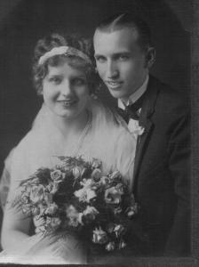 Ann Tisckos and Gus Wisnosky wedding, 1930s.