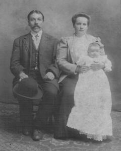 Karal and Helen (Delunas) Waitkunas with daughter Bernice, 1909.