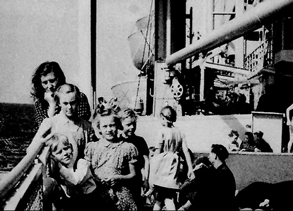 DISPLACED PERSONS FROM LITHUANIA ARRIVING IN AUSTRALIA, Image Copyright Western Australian Museum