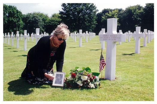 Sneckus Teresa at grave